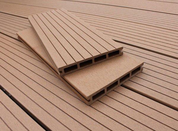 Thi công sàn gỗ nhựa bể bơi ngoài trời